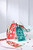 Selbst gestaltete Geschenkanhänger zu Weihnachten