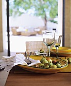 Pears and linen napkins in yellow ceramic bowl