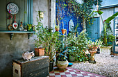Courtyard with vintage accessories, potted plants and gravel floor