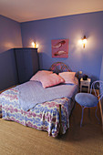 Bedroom in purple and pink with violet walls