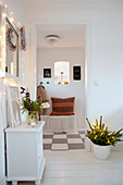 Wintry decorations in white, Scandinavian-style hallway