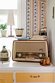 Old radio decorating kitchen