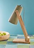 Lampenschirm mit farbigem Kunstleder beklebt