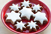 Plate with cinnamon stars