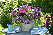 Rose (rose), Syringa vulgaris (lilac), allium