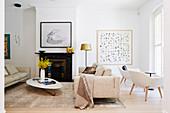 Naturtöne im Wohnzimmer mit klassischem Stil