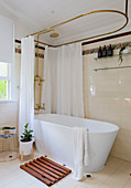 Freestanding bathtub with nostalgic shower curtain holder