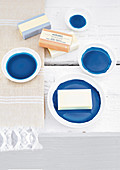 Small plates with blue backgrounds for soaps