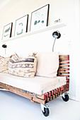 Pallet couch on castors
