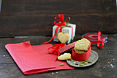 Cardamom hearts in gift box (festive)