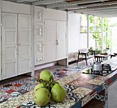 Wohnküche mit Übergang zwischen innen und außen