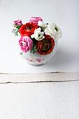 Ranunkeln in einer Vase