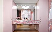 Eleganter Waschtisch Calacatta Viola Marmor im Badezimmer
