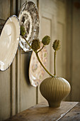 Decorative wall plates and dried flowers