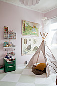 Wigwam in child's bedroom with chequered floor