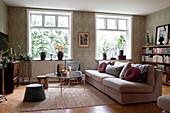Gemütliches Wohnzimmer im klassischen Stil