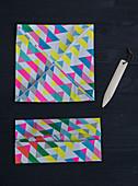 Quadratische Box aus Geschenkpapier herstellen
