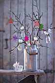 Hanging garden: Advent arrangement of stars and flowers in tiny vases hung from branches