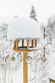Feed House - Bird Food With Snow Cap