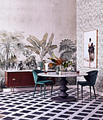 Exotic vintage wallpapers with palm tree motif in the dining room