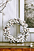 Wreath of cotton capsules on a side table
