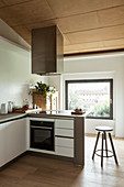 L-shaped, fitted kitchen with counter