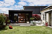 Atelier im modernen Gartenhaus