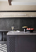 Modern kitchen in dark gray with a clear line