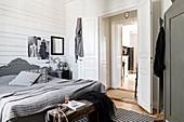 Schlafzimmer im Französischen Stil in Grau und Weiß