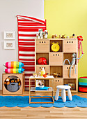 Practical storage ideas in the colorful children's room
