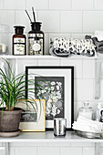 Black-and-white accessories in bathroom