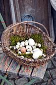 Alter Weidenkorb als Osternest