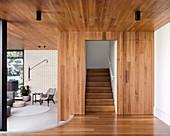 Offener Wohnraum auf verschiedenen Ebenen im Architektenhaus
