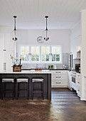 Classic open kitchen with cassette fronts in white and black