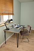 Selbstgebauter Schreibtisch mit Hairpinlegs und Linoleum-Platte
