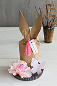 Gift bag with Bunny ears in flan tin with pink decorations