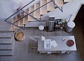 Minimalistische Küche im Industriestil von oben