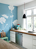 Blue wallpaper with flower motif in the kitchen