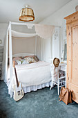 Four-poster bed in vintage-style bedroom