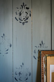 Wooden wall printed on with DIY stamp
