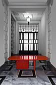 Roter Designertisch in japanischem Stil