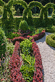 Knot garden and artfully cut hedge