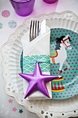 Circus-themed plate with napkin, cutlery and star