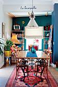 Esszimmer im farbenfrohen Stilmix
