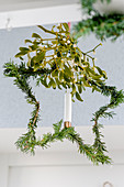 Star-shaped wreath of yew with mistletoe