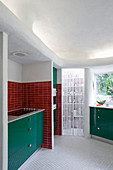 Retro kitchen in red and green with organically formed walls