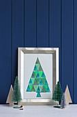 Bild von aus Dreiecken gestempeltem Tannenbaum