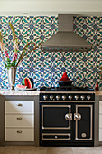 Tiles with Oriental pattern in modern kitchen