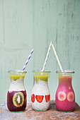 Various summery smoothies with sliced fruit