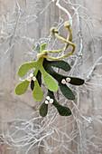 Mistelzweige aus grünem Wollfilz als winterliche Dekoration